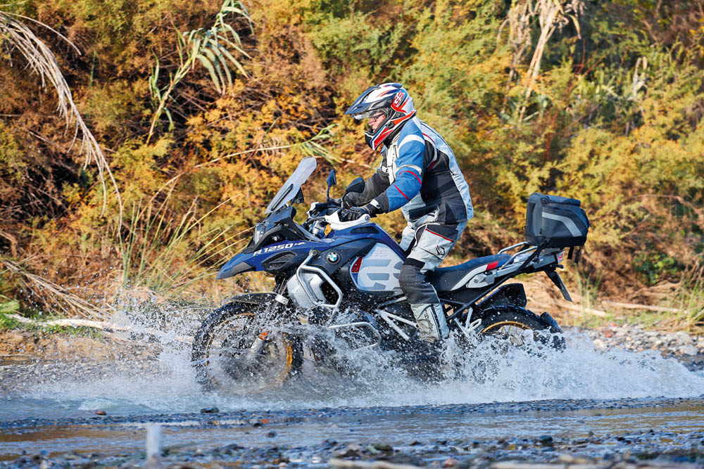 BMW F 85 GS Adventure im Fluss